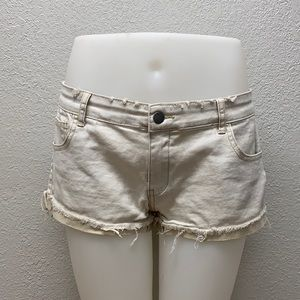 🦊 Harlow low rise distressed jean shorts